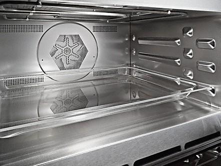 Roestvrijstalen ovenruimte met PerfectClean