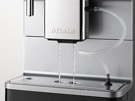 Automatisch spoelen van de melkleiding